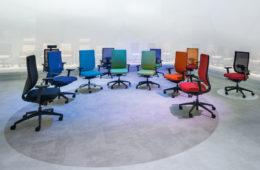 Kontorsstolar i olika färg från mässan Orgatec i Tyskland. Kontorsstolar från Sedus.